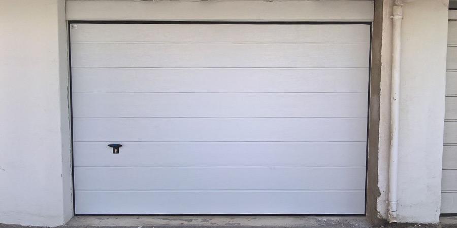 Puertas de garage cerrajer a adri n for Puertas de madera para garage